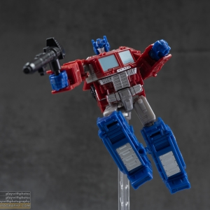 Optimus Prime (Core Class) | War For Cybertron: Kingdom | Transformers Generations
